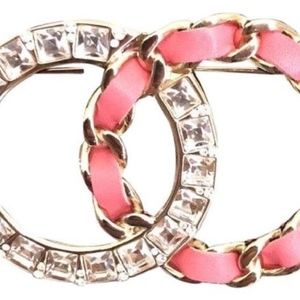 '18 XL CHANEL Pink/Gold 18K Crystal Leather Brooch
